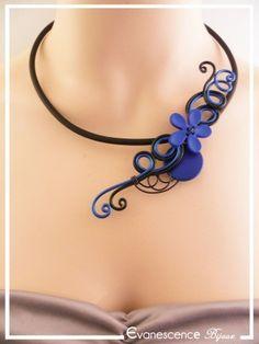 Collier Huguette - Couleur Noir et Bleu roi