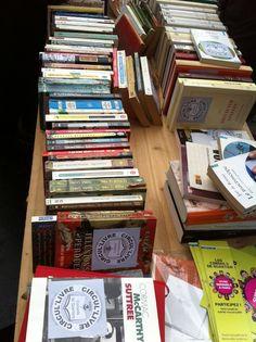 CIRCUL'LIVRES Grâce au concept de Circul'Livre vous pourrez récupérer gratuitement des livres.  Chacun est libre de laisser un livre et d'en prendre, il n'y a pas de règles. Vous pouvez venir sans rien et emporter autant de livres que vous souhaitez. C'est un concept généreux et de partage.   Des rendez-vous et des heures bien précises sont mis en place pour récupérer tous ces ouvrages.   > http://circul-livre.blogspirit.com/
