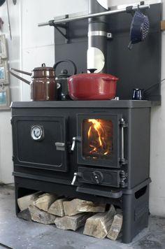 The Hobbit Stove tiny wood cookstove Wood Burner Stove, Wood Burning Cook Stove, Tiny Wood Stove, Wood Stove Cooking, Small Wood Stoves, Hobbit Wood Stove, Stove Oven, Kitchen Stove, New Kitchen