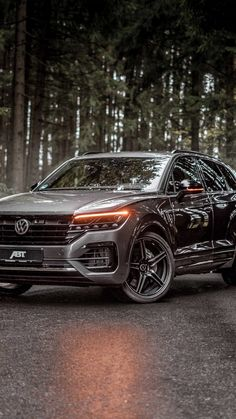 The SUV of superlatives ABT offers 500 diesel hp and 970 Nm for the VW Touareg III The bar was set high for the generation VW Touareg. Audi Tt, Audi Cars, Auto Volkswagen, Volkswagen Jetta, Chip Foose, Ford Gt, Super Sport Cars, Super Cars, Touareg V8
