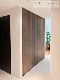 Bungalow Hallway Ideas, Modern Interior Design, Interior Design Inspiration, Flooring On Walls, Wood Slat Wall, Casas Containers, Ideias Diy, Hippie Home Decor, Interior Exterior