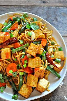 A healthy and quick meal, this vegan garlic sriracha tofu yakisoba is flavorful, a little spicy, super easy and amazingly delicious! Tofu Recipes, Healthy Dinner Recipes, Cooking Recipes, Vegan Vegetarian, Vegetarian Recipes, Vegan Meals, Sriracha, Clean Eating, Healthy Eating
