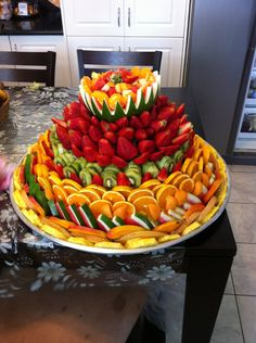 fruit displays for parties - Yahoo Search Results Fruit Buffet, Fruit Dishes, Fruit Trays, Fruit Centerpieces, Fruit Arrangements, Fruit Decorations, Fruit Creations, Veggie Tray, Veggie Food