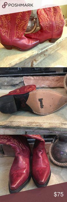 Laredo new 7 red western boots Boho Super adorable size 7.5 Laredo boots size 7.5 Laredo Shoes Heeled Boots
