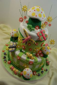What a cute garden, insect cake