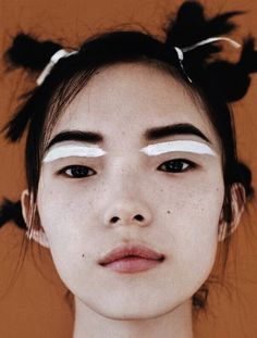 Xiao Wen Ju 2014, nude lip, glow, highlight,  strobe, strobing, no makeup makeup, graphic makeup