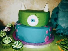 Foto del paso 10 de la receta Bizcochuelo de 8 huevos para la torta de cumpleaños de Ciro 🎂🎉 Yoshi, Minions, Desserts, Character, Food, Crack Cake, Afternoon Snacks, Pastries, Vegan Desserts