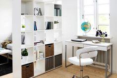 käytännöllinen ja edullinen tilanjakaja jyskistä, ikeasta... Lastenhuoneen jakaminen Room Deviders, Apartment Interior, Small Apartments, Home Office, My House, Ikea, Shelves, Interior Design, Inspiration