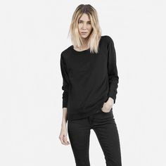 A modern and easy statement sweatshirt with raglan sleeves and topstitch seam detailing. For marled colors, the fabric is a soft cotton marl with a slight drape. For solid colors, the fabric is a structured French Terry with a little bit of stretch.