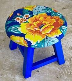 Chita na Decor Hand Painted Chairs, Painted Stools, Hand Painted Furniture, Funky Furniture, Furniture Makeover, Soft Furnishings, Painting On Wood, Boho Decor, Diy And Crafts