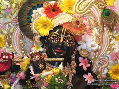 Sri Shyamsundar Close up Wallpaper (019)   Download Wallpaper: http://wallpapers.iskcondesiretree.com/sri-shyamsundar-close-up-iskcon-vrindavan-wallpaper-019/  Subscribe to Hare Krishna Wallpapers: http://harekrishnawallpapers.com/subscribe/  #Krishna, #Shyamsundar