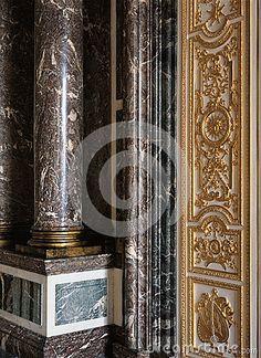 Grandes colunas de mármore no palácio de Versalhes, França Imagem de Stock…