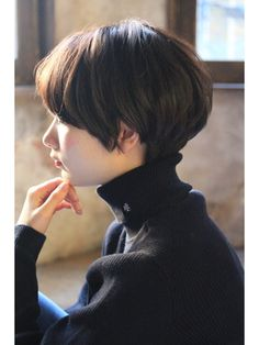 The cute and lively Pixie is one of the most popular short hairs for women. Pixie Haircuts offers a variety of opportunities. For round faces, try pixie with asymmetrical bangs. They cut your face Shot Hair Styles, Curly Hair Styles, Pixie Haircut, Hairstyles Haircuts, Girl Short Hair, Short Hair Cuts, Pixie Cuts, New Hair, Your Hair