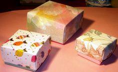 Scatoline realizzate ad origami con carta da parati.