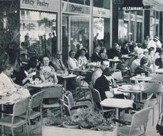 Zonar's 1950 - famous pastry shop/cafe in the center of Athens. Greece Pictures, Old Pictures, Old Photos, Vintage Photos, Athens History, Greek History, Old Greek, The Old Days, Yesterday And Today