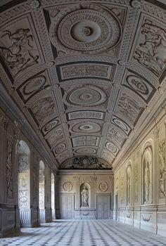 Galerie mit Grisaillemalerei in Trompe-l'œil-Technik – Chateau Tanlay galerie trompe-l-oeil - Schloss Tanlay – Wikipedia – Foto Myrabella