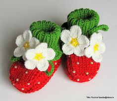 Strawberry baby booties - MiaPiccina.etsy.com