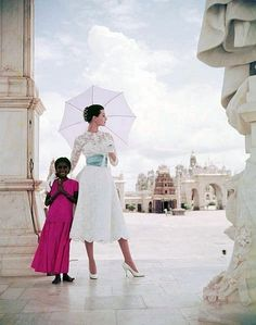 Barbara Mullen, photo by Norman Parkinson, India, Vogue 1956, That was almost my wedding dress.