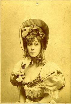 Portrait of Jane Avril, There was a relationship between Toulouse-Lautrec and Jane Avril. Their relationship was complex.The pair seemed to be drawn together as they both lived on the outskirts of society; Toulouse-Lautrec was on the edge due to his physical disability while Avril suffered from a psychological disorder.