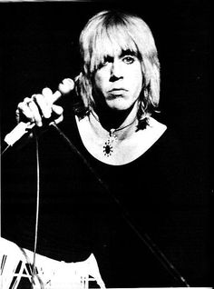 70s Music, Music Icon, Iggy And The Stooges, Star Pictures, Star Pics, Iggy Pop, Pop Heroes, Rockn Roll, Light Of My Life