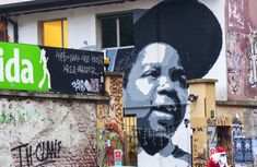 Milan Street Art > zibe big arnold > Giant Arnold in front of Frida, one of Milan's coolest bars