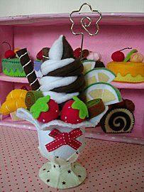 Very complicated. Felt Cake, Felt Cupcakes, Felt Crafts, Crafts To Make, Diy Crafts, Felt Fruit, Diy Play Kitchen, Doll Food, Play Food