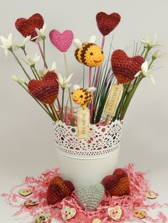 Bee Mine Valentine's Day Crochet ~ a cute alternative to the traditional bouquet! It has all the element I love!