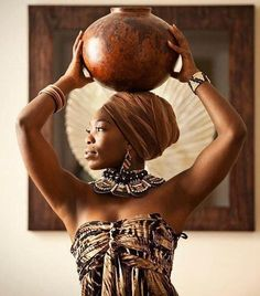 In Spirational Africa. Thanks Di! Beautiful African Women, African Beauty, African Inspired Fashion, African Fashion, My Black Is Beautiful, Beautiful People, Afro Chic, Yoruba, We Are The World