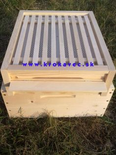 Krokavec - Vyroba ulov Langstroth, B Bee House, Bee Pollen, Beekeeping, Outdoor Furniture, Outdoor Decor, Outdoor Storage, Table, Home Decor, Decoration Home
