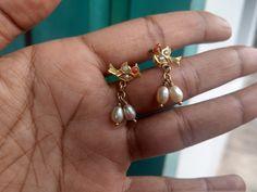 Gold Jhumka Earrings, Jewelry Design Earrings, Gold Earrings Designs, Gold Jewellery Design, Ear Jewelry, Gold Jewelry, Gold Earrings For Kids, Antique Jewellery Designs, Stylish Jewelry