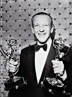Fred Astaire accepting his awards. Old Hollywood Glam, Golden Age Of Hollywood, Hollywood Stars, Classic Hollywood, Vintage Movie Stars, Vintage Movies, Fred Astaire, Man Movies, I Movie