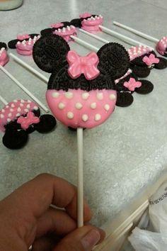Mickey and Minnie Oreo Pops Happy Birthday B, Minnie Mouse 1st Birthday, Minnie Mouse Baby Shower, Minnie Mouse Theme, 3rd Birthday, Birthday Ideas, Minnie Mouse Cake Pops, Oreo Cookie Pops, Oreo Pops