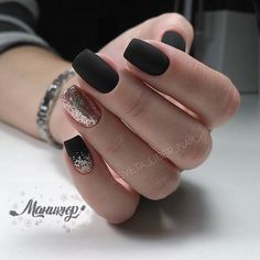 The advantage of the gel is that it allows you to enjoy your French manicure for a long time. There are four different ways to make a French manicure on gel nails. Matte Black Nails, Pink Nails, Glitter Nails, Gold Nails, Matte Nail Polish, Sparkle Nails, Black Nails Short, Nail Black, Matte Pink
