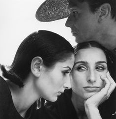 Nati Abascal and twin sister Ana-Maria Abascal with Helio Guerreiro. Photo: Richard Avedon for Vogue (September 1964 issue).
