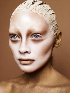 Halloween Schmink-ideen-blaue Kontaktlinsen-gruselig-Bronzer