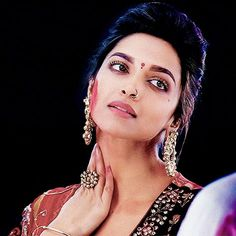 Piercing Ceja Argolla 38 New Ideas Bollywood Couples, Bollywood Girls, Indian Bollywood, Bollywood Stars, Bollywood Fashion, Deepika Ranveer, Deepika Padukone Style, Aishwarya Rai, Beautiful Bollywood Actress
