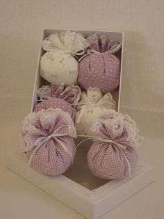 Simple yet sweet sachets, perfect for a gift box! Lavender Crafts, Lavender Bags, Lavender Sachets, Craft Projects, Sewing Projects, Sachet Bags, Scented Sachets, Potpourri, Fabric Scraps