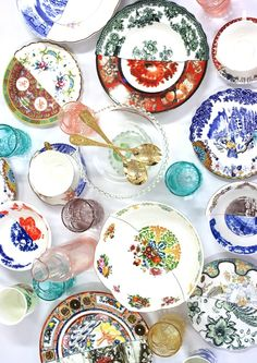 Re-use and re-purpose your broken crockery into a stunning dinner set!