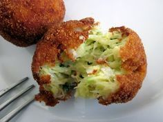 It happens every summer . an over abundance of zucchini. So how about calabacin-croquetas al horno Veggie Recipes, Mexican Food Recipes, Vegetarian Recipes, Cooking Recipes, Healthy Recipes, Ethnic Recipes, Tapas, Food Porn, Good Food