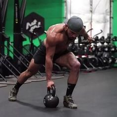 Try out this single kettlebell complex -2 row, 2 squat, 2 press -alternate sides -40 seconds on -20 seconds rest -4 to 6 sets #onnit #kettlebell #onlineworkout • Check out my online Primal Kettlebell Course at EricLeija.com for more! Available for 50% off! Link in my bio! • ⚡️EricLeija.com⚡️