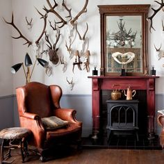 Create your Dream Man Cave Masculine Decor- Hunting Trophies Decoration Restaurant, Masculine Interior, Classic Interior, Trophy Rooms, Man Room, My Living Room, Vintage Decor, Interior Inspiration, Design Inspiration