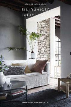 Ein Mix aus traditionellem Handwerk und Naturmaterialien, die mit Wärme und Textur das Interior gestalten. #wohnen #einrichten #ideen #tinekhome #boho #bohemian #wohnzimmer #interior #livingroom #sofa #kissen Bohemian Interior, Sofa, Couch, Modern, Lounge, Furniture, Design, Home Decor, Chair