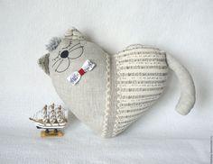 Купить или заказать Кот-сердце Музыка белых ночей в интернет магазине на Ярмарке Мастеров. С доставкой по России и СНГ. Материалы: лён, наполнитель холлофайбер,…. Размер: 30х35 см