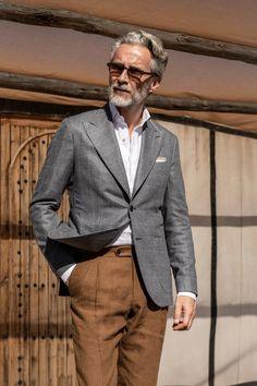 pantalone - Pini Parma Grey Trousers, Linen Trousers, Older Mens Fashion, Man Fashion, Pantalon Costume, Tan Blazer, Gentleman Style, Suit Jacket, Menswear