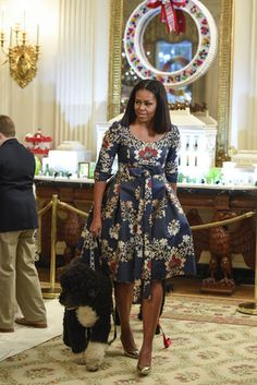 Michelle Obama Reveals White House Holiday Decor For The Last Time Michelle Obama - Michelle Obama Decks the White House Halls One Last Time Michelle Und Barack Obama, Michelle Obama Fashion, Barack Obama Family, Bo Obama, African Wear, African Dress, First Black President, African Fashion Dresses, Lady