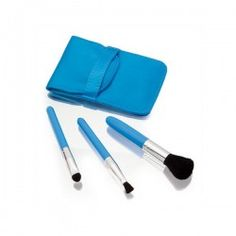 Set de cosmetica pretty con brocha y 5 accesorios azul.  Tienda de #Regalos economicos en España para #Bautizos. Siguenos en https://www.facebook.com/bodasbautizoscomunionesregalos