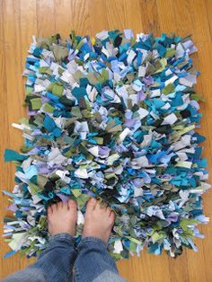 Shag Rug made from recycled t-shirts. YOu know walking on cotton tees would feel great to your feet. See how.