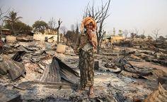 Mulher budista chora após sua casa ser incendiada durante conflito em Meikhtila Leia mais