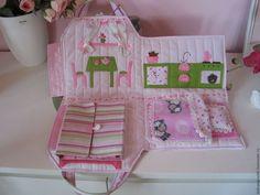 Кукольный дом ручной работы. Сумочка-домик  с куколкой. Natalia (dobryeigrushki). Ярмарка Мастеров. Игровой домик, синтепон