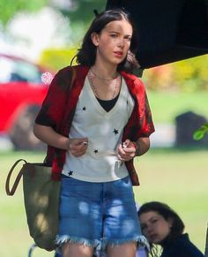 Flexing those AirPods though!😂 love you Millie💕 Millie Bobby Brown, Stranger Things Actors, Bobby Brown Stranger Things, Enola Holmes, Brown Outfit, Celebs, Celebrities, Role Models, Bobbi Brown